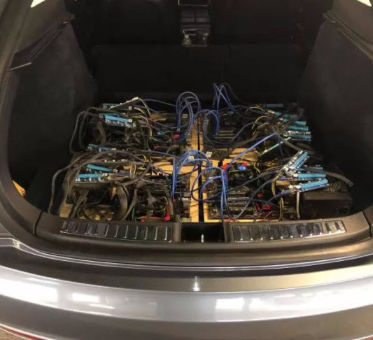 对于这种做法是不是出于驾驶以外目的窃取电能等道德问题,文章认为不应该只归咎于比特币挖矿。计算方面的能源需求越来越大,自动驾驶汽车已经在使用比特币矿工曾通用的图形处理单元(GPU),移动设备也将需要更多电力。