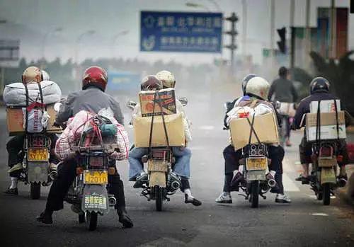 从国家统计局的数据看,早在2015年中国的流动人口数量就出现了下降。流动人口数量的下降,意味着劳动力这一生产要素的流动性下降,经济增速必然下行,存量经济特征会越来越明显。