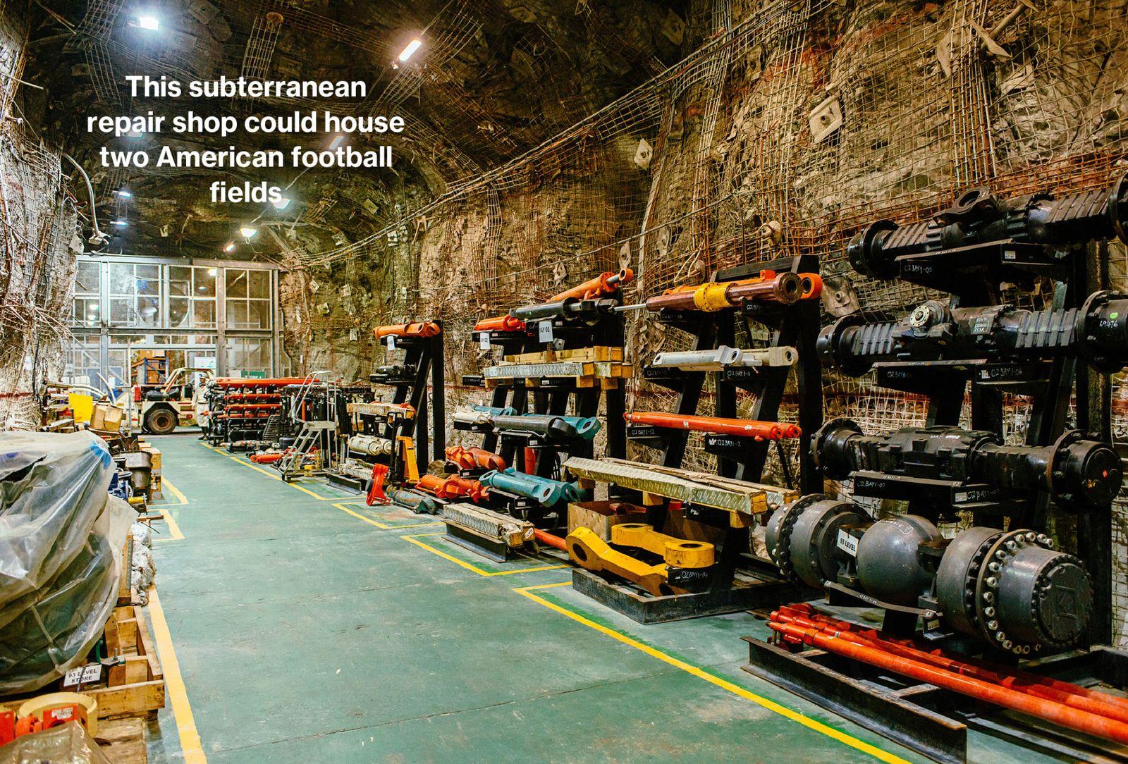 該公司在地下2.6公里建立專用車間,堆放重型機械配件。 佔地面積約11500平方米。
