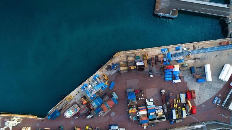 航运|港股一度大涨30%,一季度日赚1.7亿,中远海控不比茅台香?