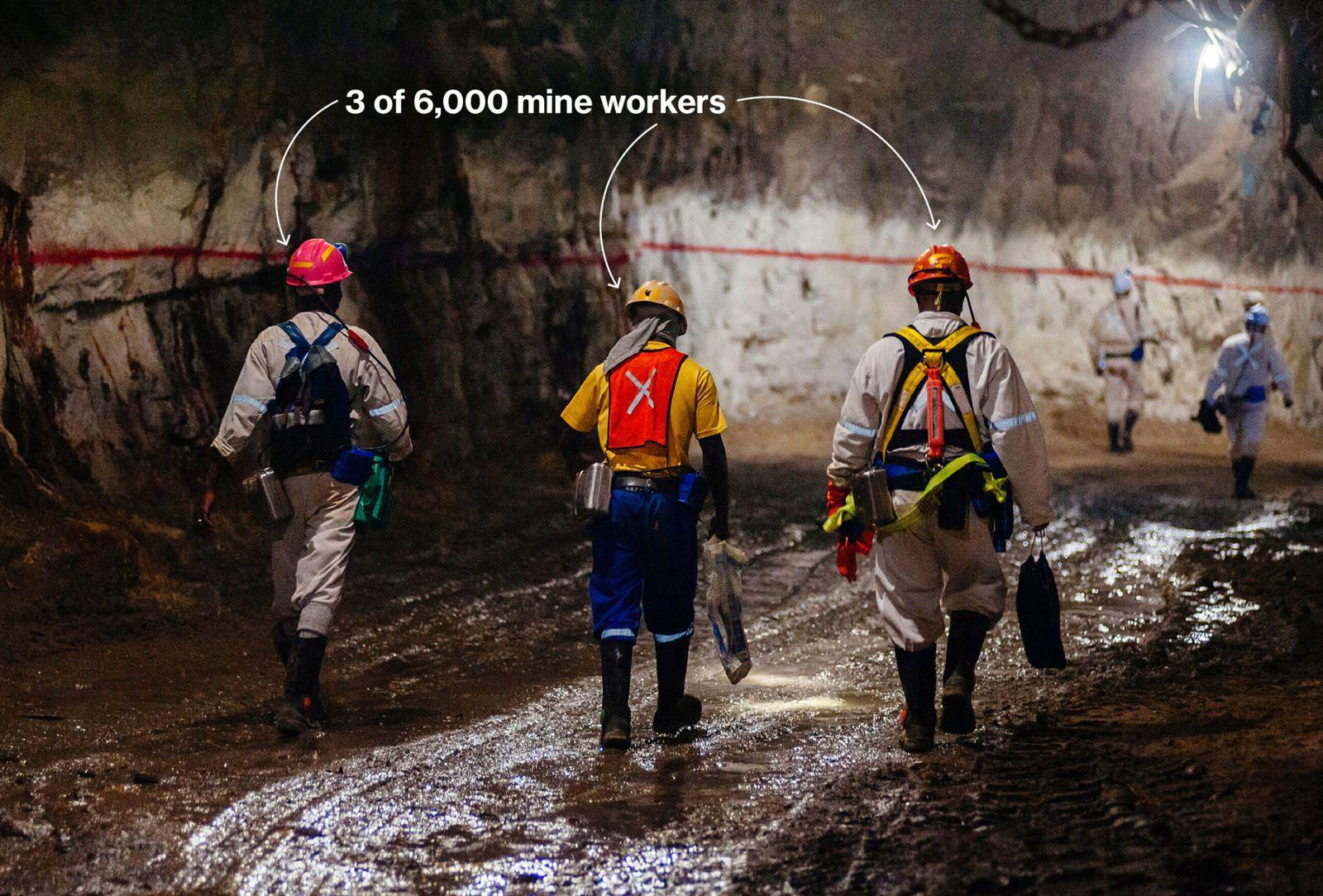 在深入地表工作,工人們冒著極大的生命危險。 已經有23人在Gold Fields金礦事故中遇難,僅2008年電梯電纜故障就造成9人死亡。