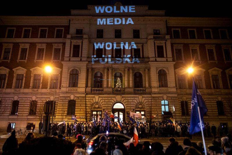 2016-12-17T010442Z_1_LYNXMPECBG01D_RTROPTP_0_POLAND-POLITICS_1