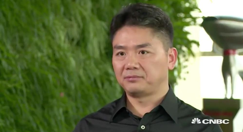 """最近,比李昕泽年长的""""老一辈企业家""""、京东CEO刘强东在接受外国媒体CNBC的采访时也放出一句豪言:京东未来5年内将超过阿里,成为中国最大的B2C平台。"""