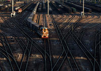 财新:中国18家铁路局改革启动 路局更名11月完成