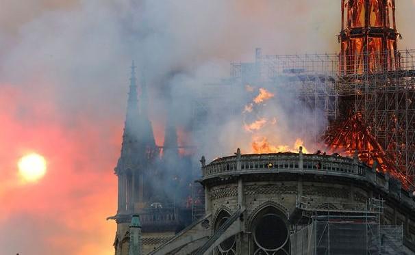 的巴黎圣母院