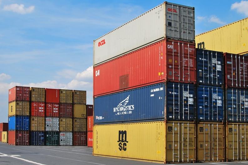 """A股海运指数为何狂飙近8%?集装箱舱位""""一舱难求"""",航运报价持续暴涨"""