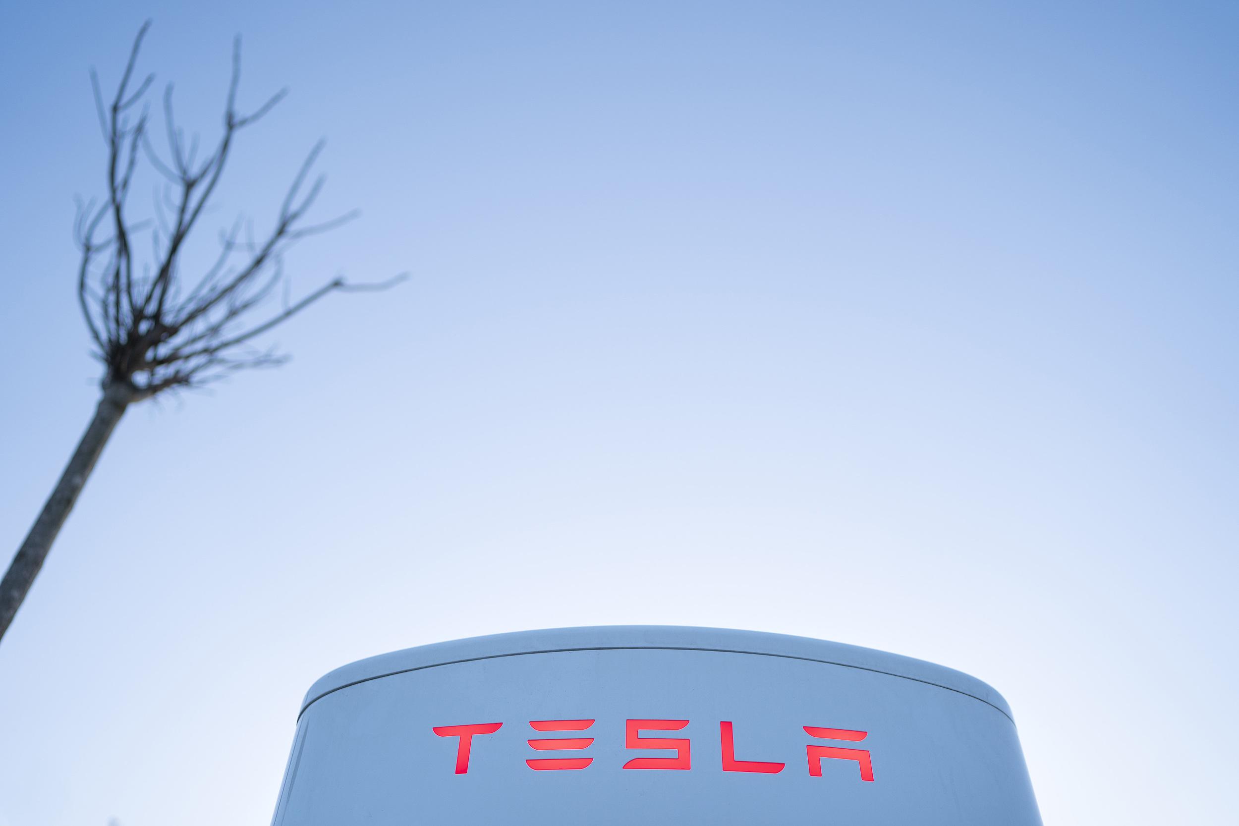 特斯拉下跌背后的市场困惑:销量、产能和碳积分