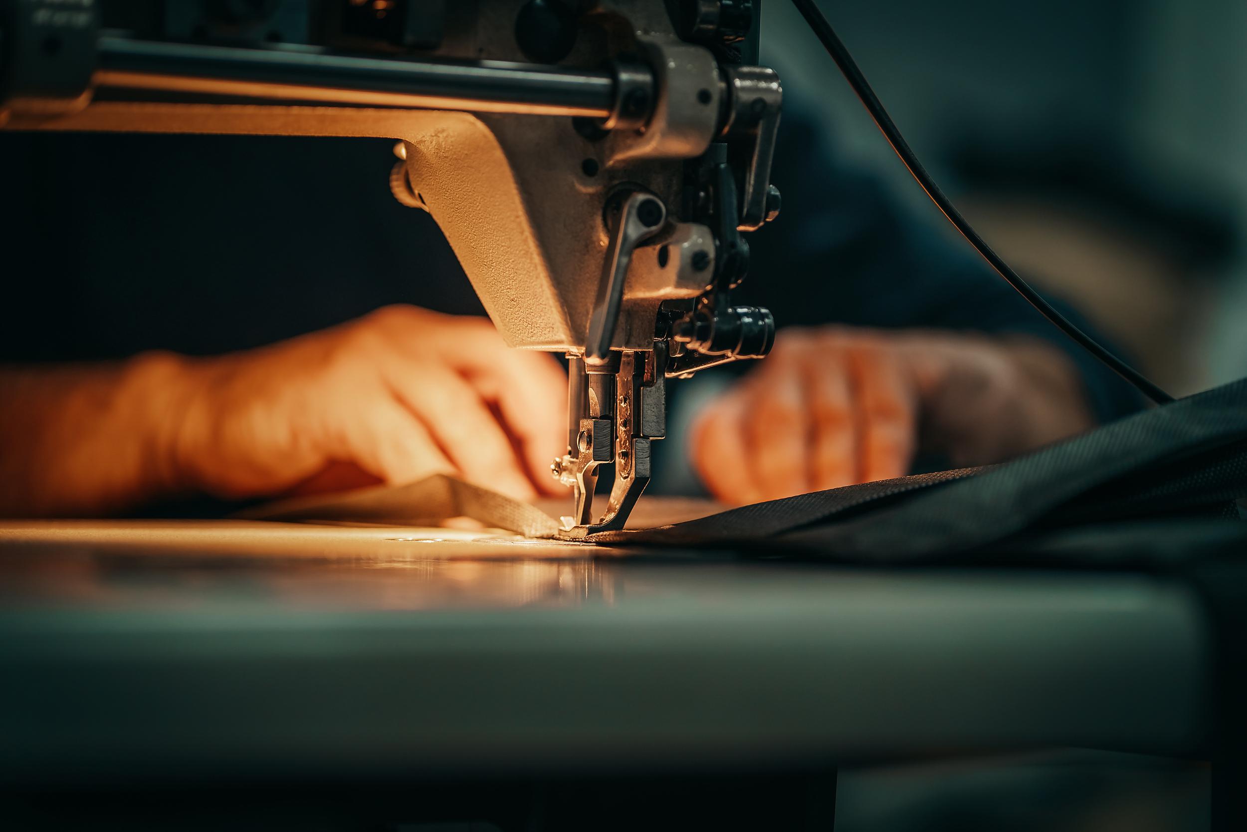 """品牌服饰代工厂泰慕士上会在即 携""""高新""""标签闯关技术人员占比不足一成"""