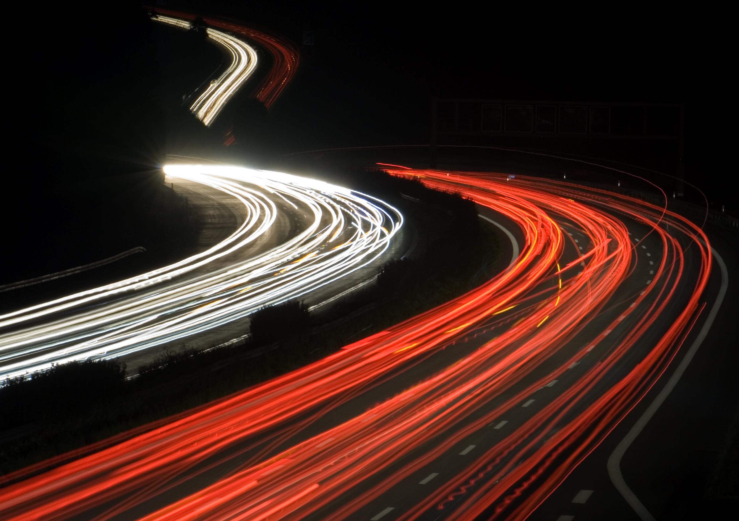 """中国造车新势力9月成绩单出炉:小鹏、蔚来交付量双双破万,理想""""缺芯""""掉队"""