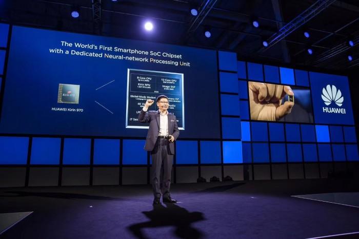 华为消费者BG CEO余承东9月初正式发布全球首款AI芯片麒麟970。10月发布的华为Mate 10将搭载这款芯片。