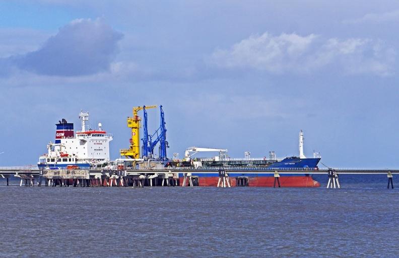 原油|盘中涨超6%!德国放弃复活节封锁计划 苏伊士运河被堵