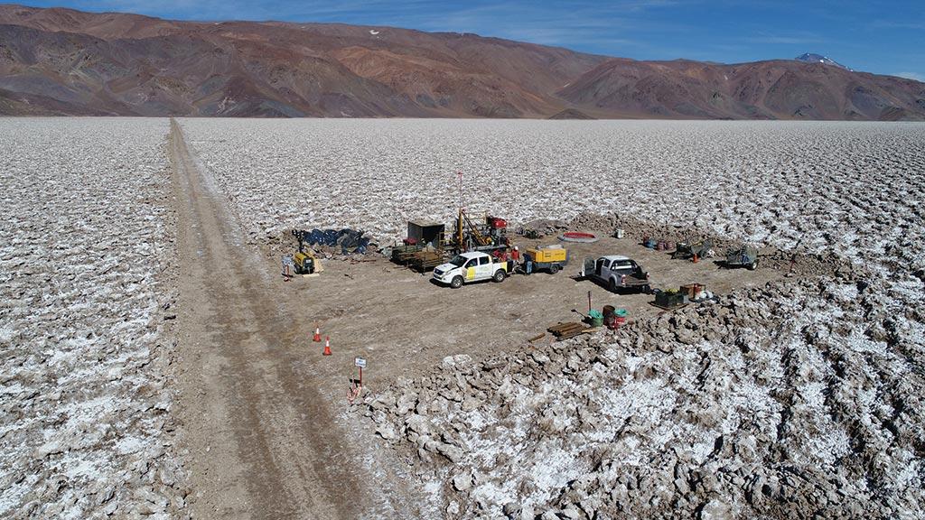 紫金矿业也杀入电池原材料了!近50亿元要约收购加拿大锂盐商