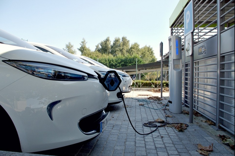 在新能源车世界里,美国电网还太弱