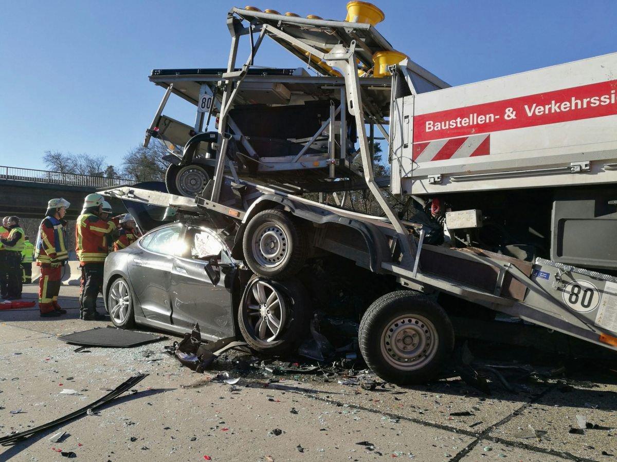 随后,美国国家公路安全管理局(NHTSA)、美国国家运输安全委员会(NTSB)均对这起事故展开调查。今年1月,NHTSA得出调查结果称,特斯拉的自动驾驶模式设计并无明显缺陷,Autopilot系统的刹车机制并非被设计为能够应对所有突发状况。