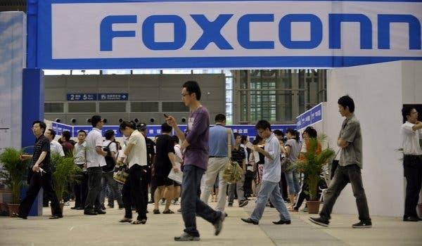 iPhone13加速量产,郑州富士康高薪抢人,9月底前再招20万人