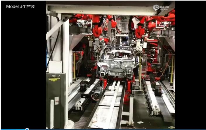公开视频显示,许多库卡机器人正在Model 3车身的焊接台上紧张工作。