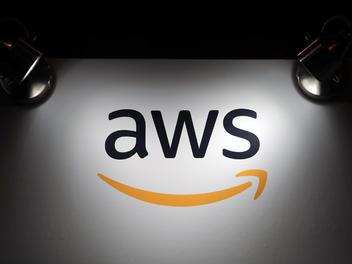 亚马逊AWS密集加固护城河,研发AI芯片挑战英特尔和英伟达