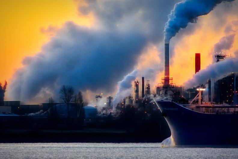 两部门:拟在京津冀及周边地区实行钢铁行业错峰生产