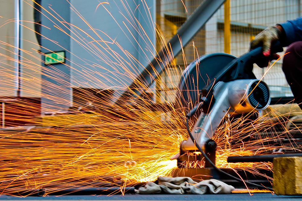 中国5月财新制造业PMI微升至52 创今年以来新高