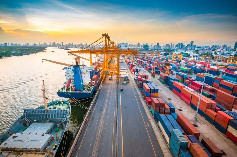 航运|海运赚翻了,中远海控半年赚了370亿